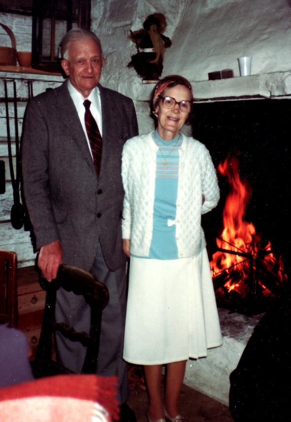Josef och Maja i Rustmästargården vid gla kyrkan 1979