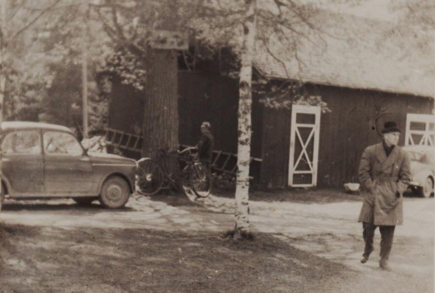 Fiat 1100 till v och Morris Minor till h
