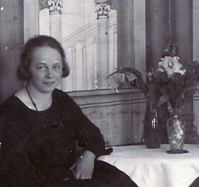 Astrid Eriksson hemma 1925