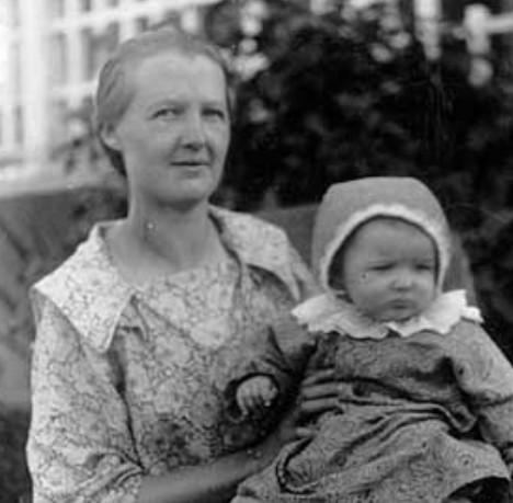 Erika Eriksson och Karin 1926