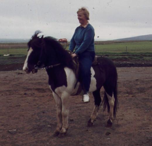 Lena på häst