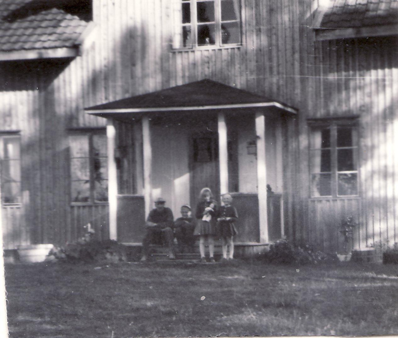 1952 pappa Nisse, Jan, Ingrid Wadsby och Inger