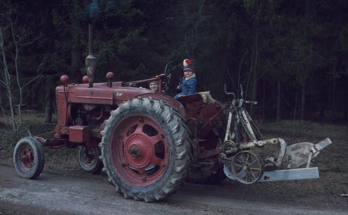 Farmall EM med Överumsplog 1971