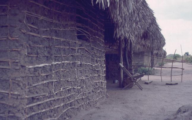 Ujamaa med lerhus
