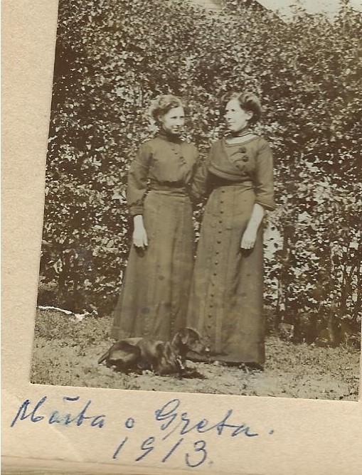 Märta och Greta Sahlin 1913